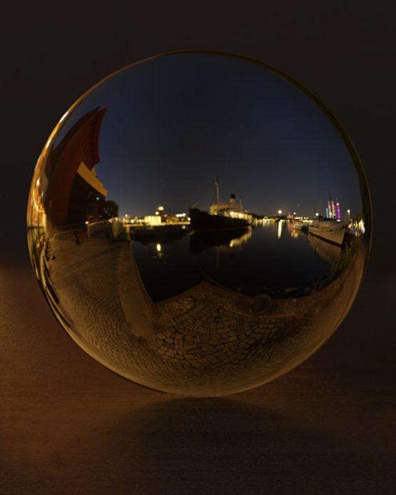 HDRI – Galärvarvet (sommar, midnatt) – spegeldank utan horisont (EV -0.85; Filmic Blender)