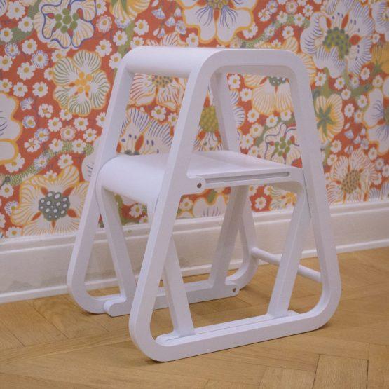 Lilla Sigma – vit trappstege i modern design – ifällt läge