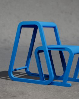 Lilla Sigma – blå trappstege i modern design – utfällt läge